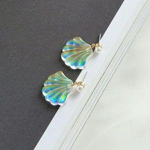 ✨NEW Holographic Mermaid Shell Earrings✨